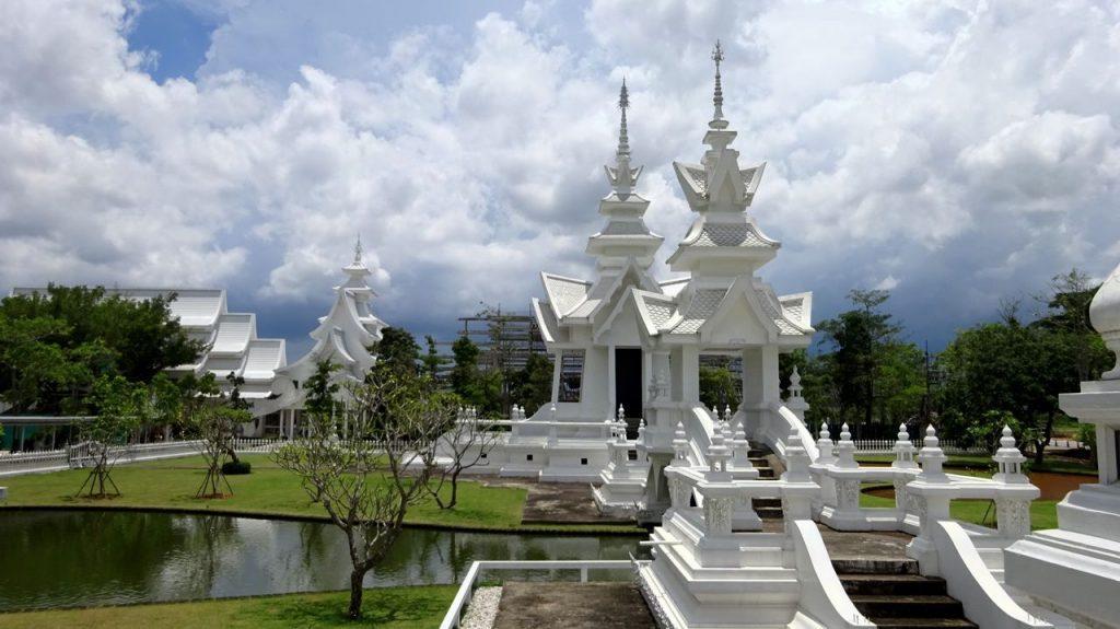 Parte trasera Templo Blanco Chiang Rai
