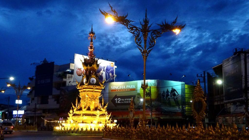 foto la torre del reloj y bazar