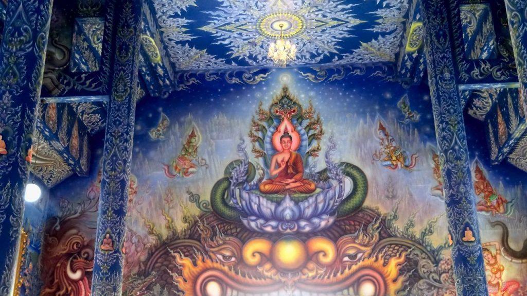 Pintura de Buda en el Interior Templo Azul de Chiang Rai
